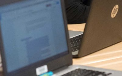 Photo closeup of laptop screen